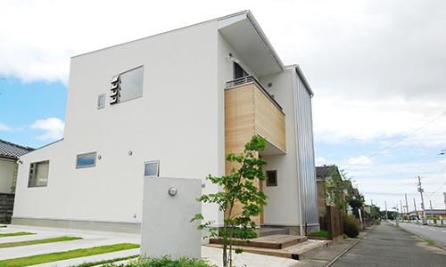 地域に馴染むシンプルデザインの住宅