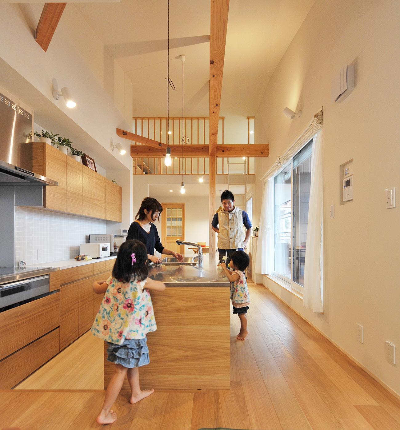 カスタムキッチンが中心の2世帯住宅